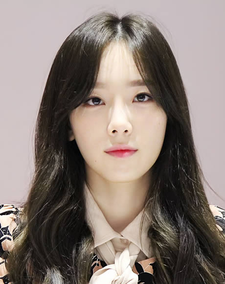 Taeyeon 2014 with black hair and makeup