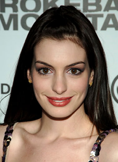 Anne Hathaway in 2005