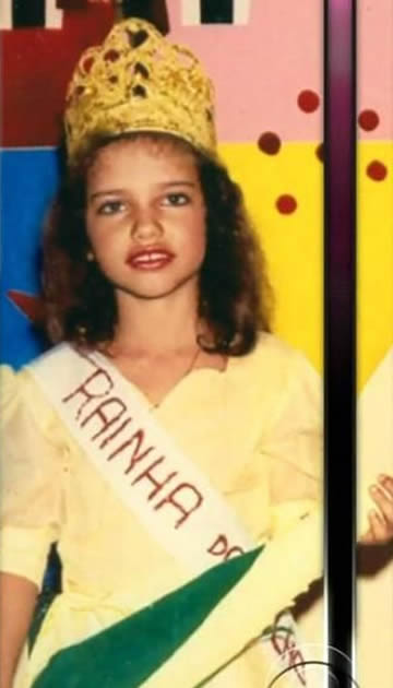 Young Adriana Lima during her childhood days.