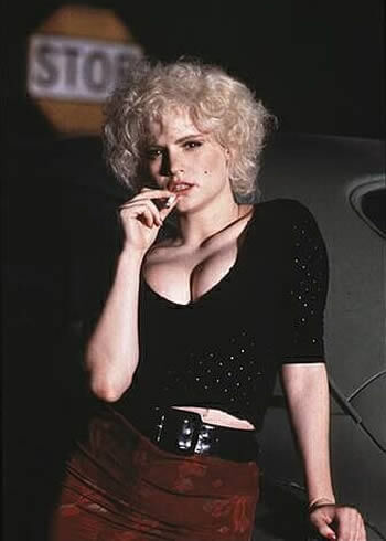 Jennifer Jason Leigh in 1990