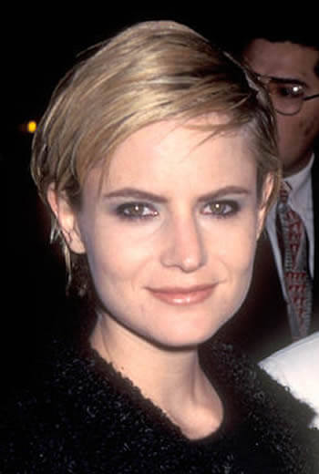 Jennifer Jason Leigh in 1995