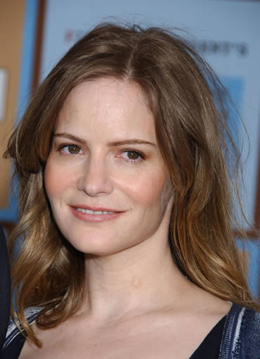 Jennifer Jason Leigh in 2004